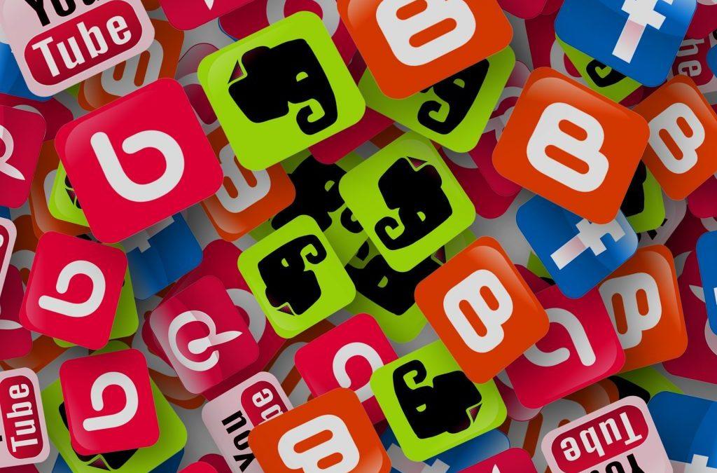 Uso constante de las redes sociales
